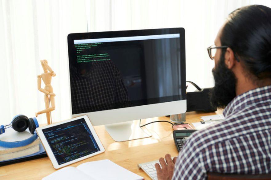 it engineer making code